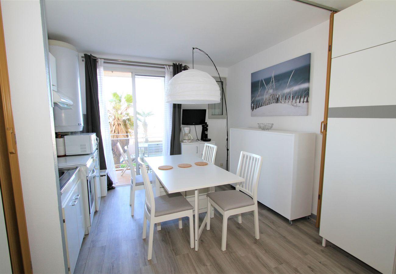 Studio in Canet-en-Roussillon - Studio au pied de la plage