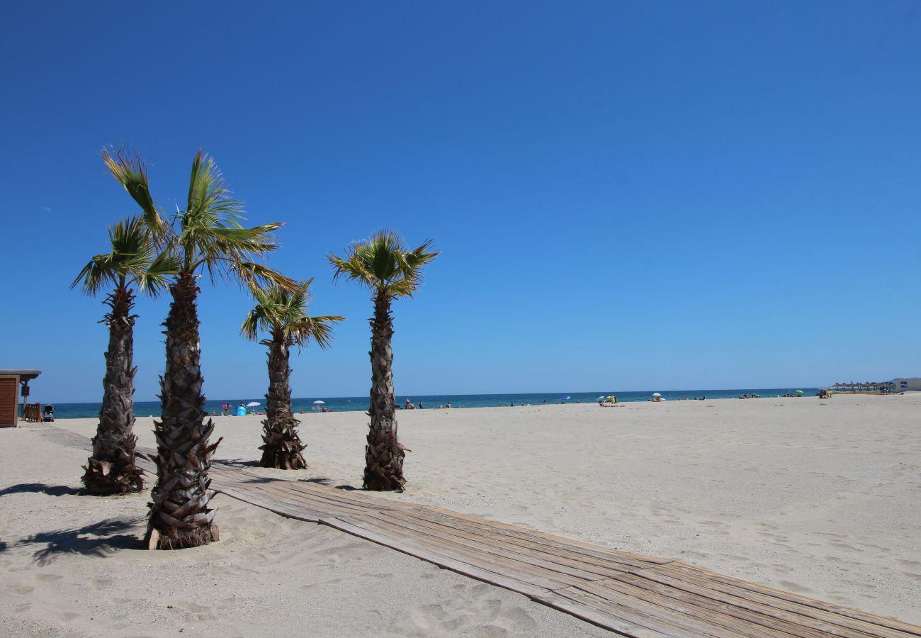 Ferienwohnung in Canet-en-Roussillon - 2 pièces loggia vue mer + parking