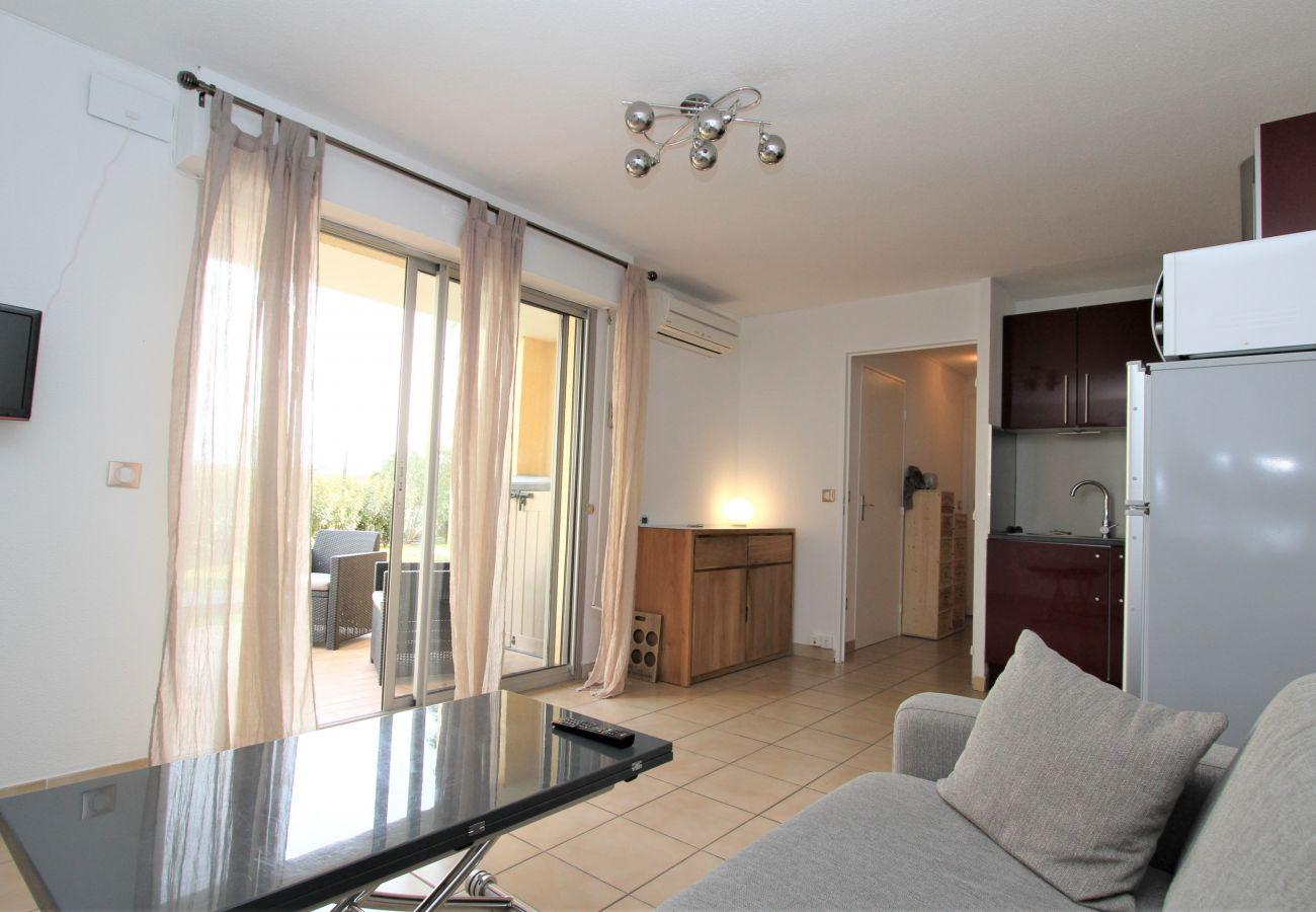 Ferienwohnung in Canet-en-Roussillon - Appartement T2 avec piscine et parking