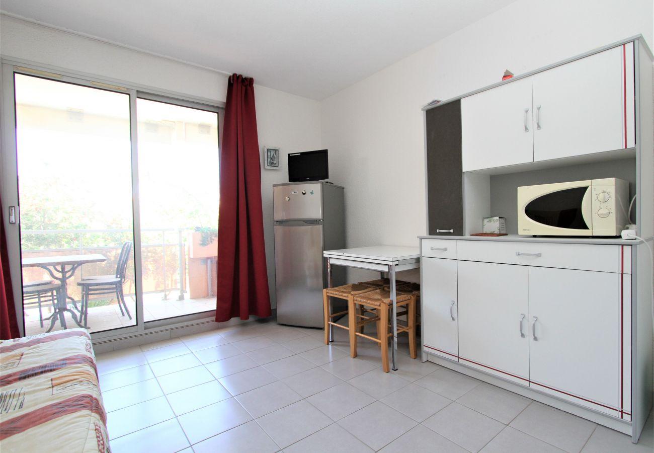 Studio in Canet-en-Roussillon - Grand Studio vue sur la marina et proche de la plage