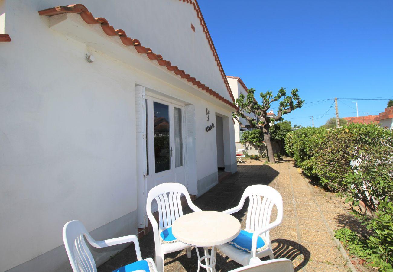 Maison à Canet-en-Roussillon - Maison à deux pas de la plage avec agréable jardin.