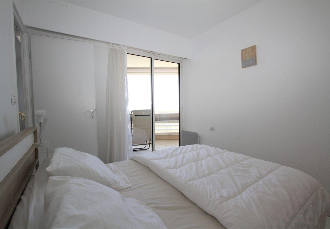 Appartement à Canet-en-Roussillon - appartement 4 personnes vue mer piscine et parking