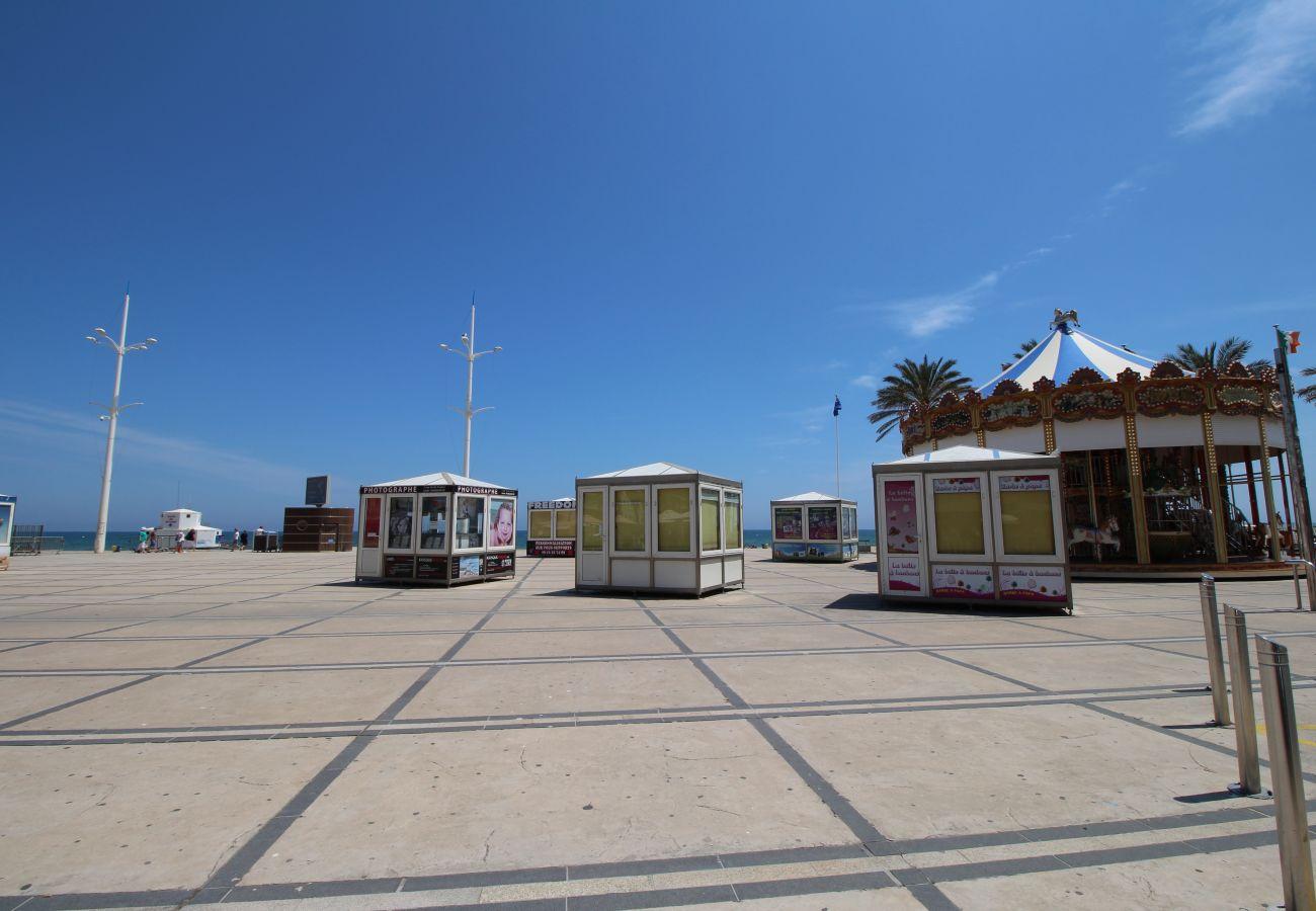 Studio in Canet-en-Roussillon - Grand studio avec vue mer dans le centre