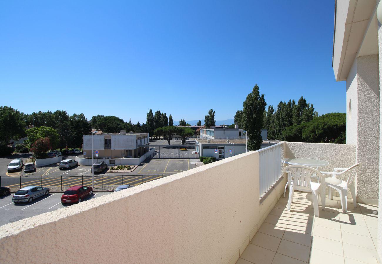 Apartment in Canet-en-Roussillon - Spacieux appartement T2 proche de la mer + parking