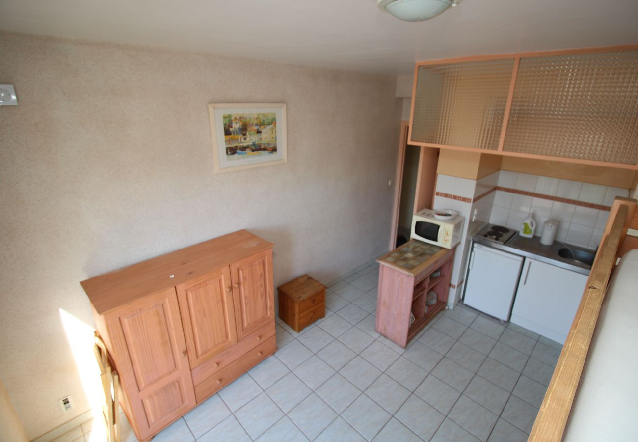Apartment in Canet-en-Roussillon - Studio 4 couchages à 600 m de la plage