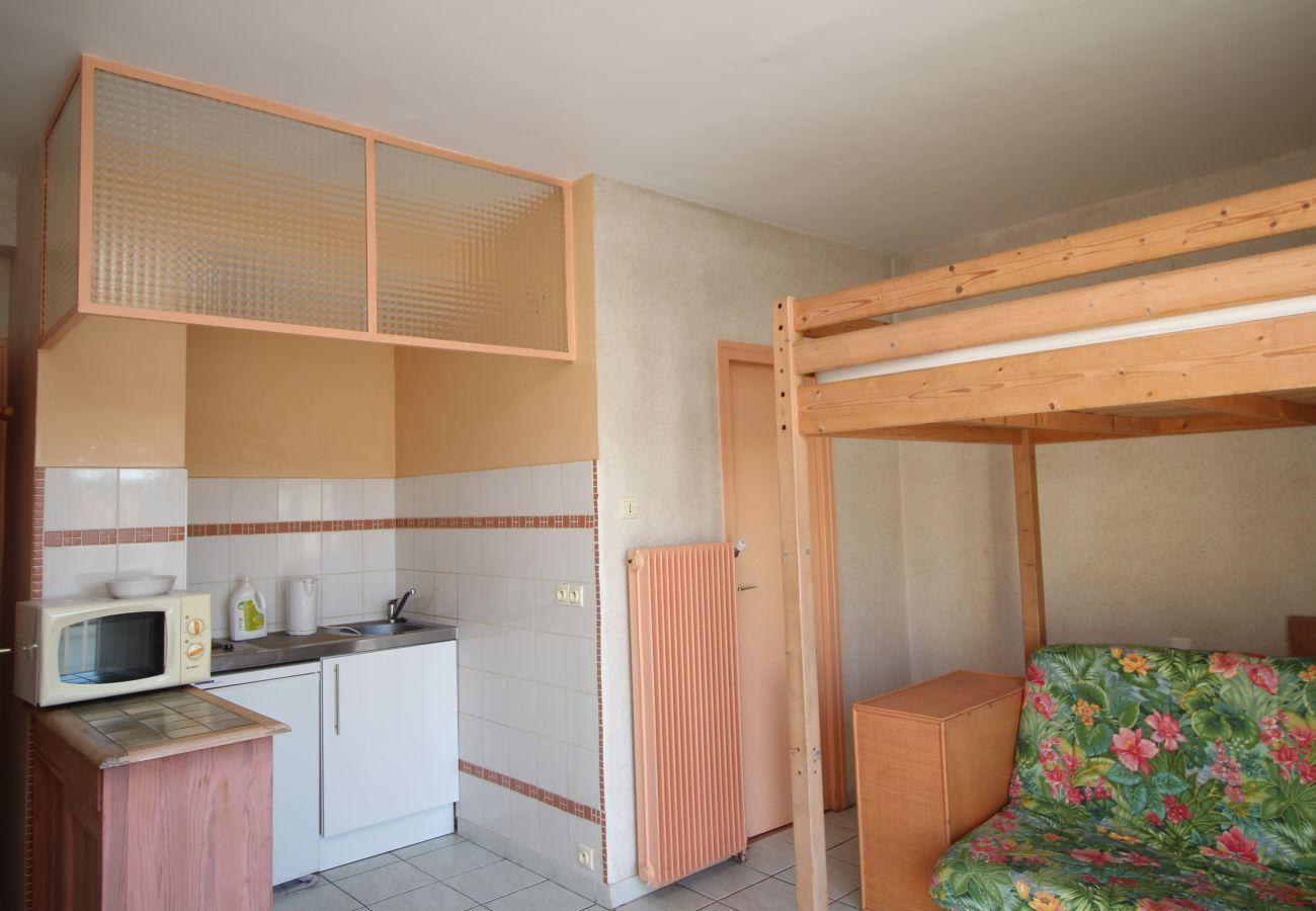 Apartment in Canet-en-Roussillon - Studio 4 couchages à 600 m de la plage