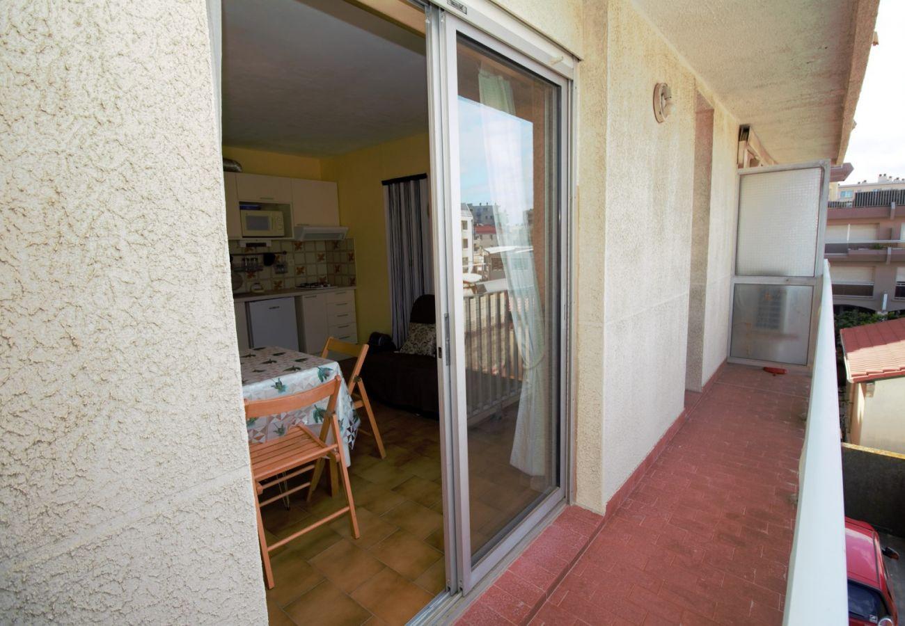 Apartment in Canet-en-Roussillon - Studio en front de mer