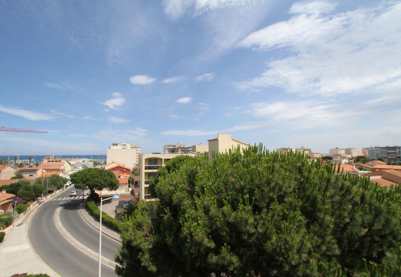 Apartment in Canet-en-Roussillon - 2 pièces loggia vue mer + parking