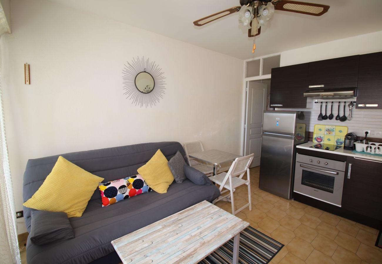 Apartment in Canet-en-Roussillon - Studio cabine vue mer et jardins