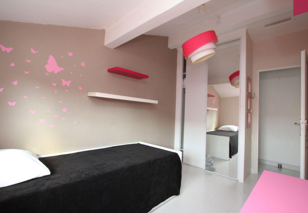 House in Canet-en-Roussillon - Villa Moderne à deux pas de la plage