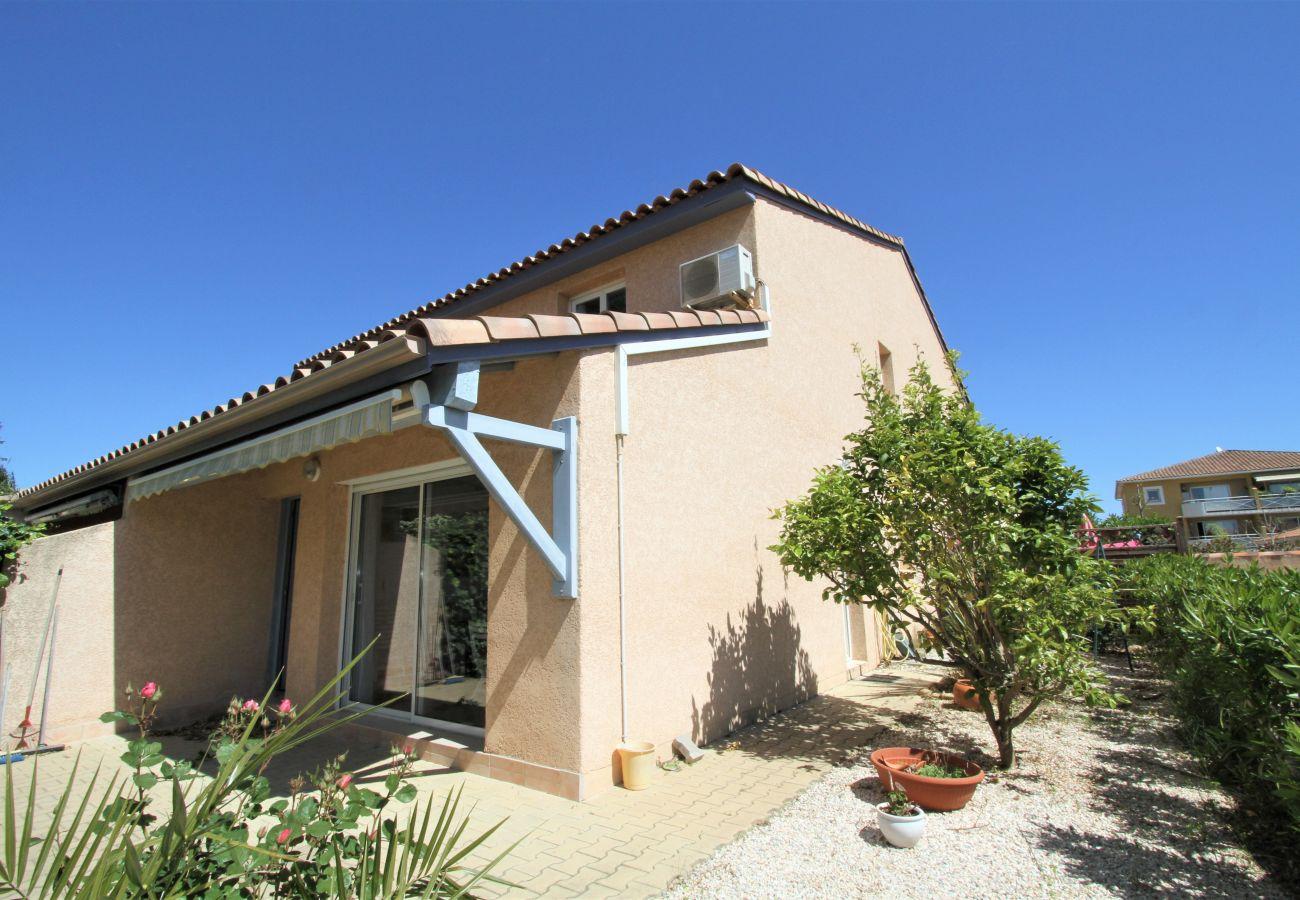 Townhouse in Canet-en-Roussillon - Villa 8 personnes + parking à 5 min de la plage