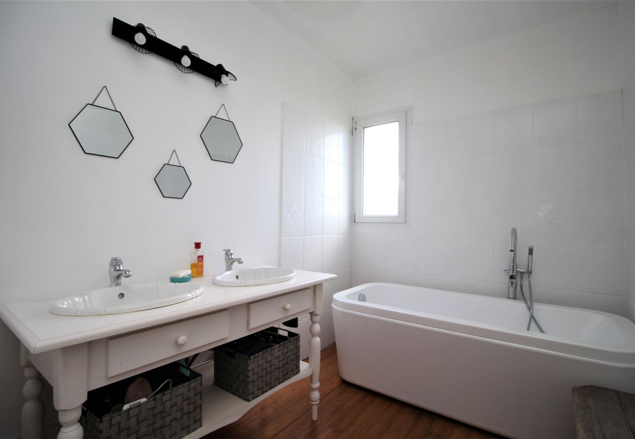 Villa in Saint-Cyprien - Villa 8 personnes avec piscine